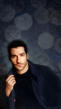about-tom-ellis-phonewall-1