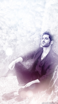 about-tom-ellis-phonewall-3