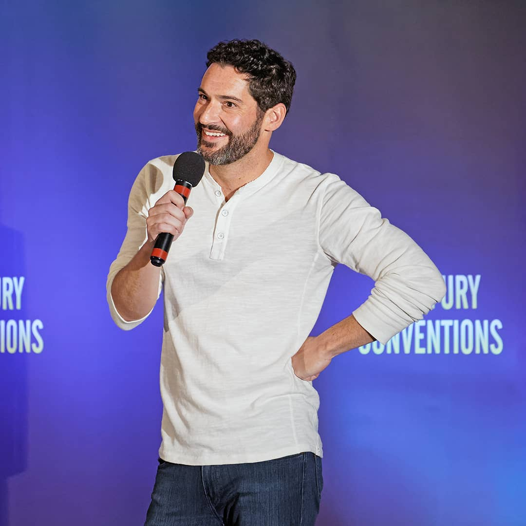 New Pictures Of Tom Ellis: Pictures Of Tom Ellis At Starfury: LUX Convention 2019