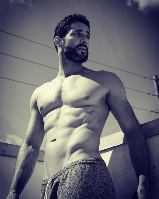 officialtomellis Tom Ellis Mar2019 (12).jpg
